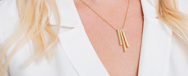 Bar necklace on a Solo Mio Jewellery model
