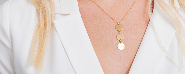 Disc necklace on a Solo Mio Jewellery model