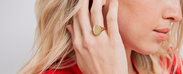 Initial ring on a Solo Mio Jewellery model